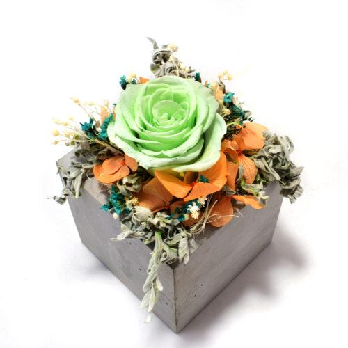 Композиция из цветов для интерьера купить