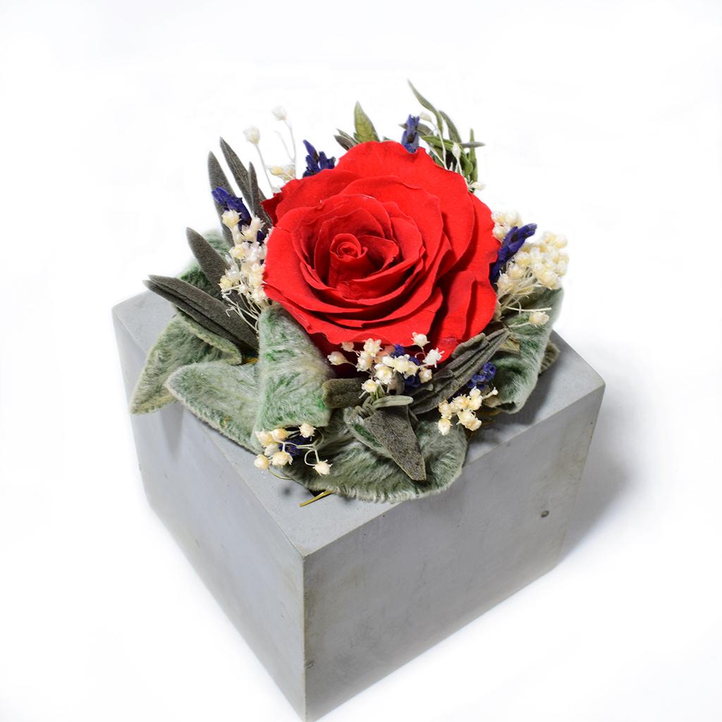 Композиция из цветов - Травиата
