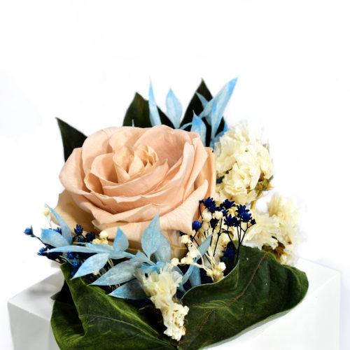 Декоративная композиция из цветов фото