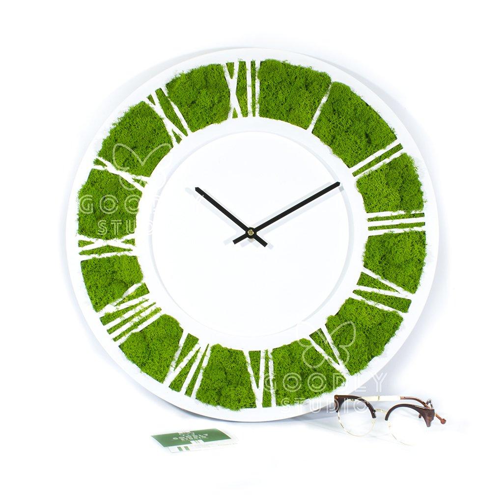 Настенные часы из дерева и мха 1.0