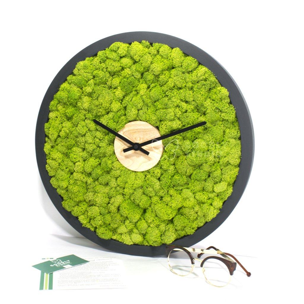 Настенные часы из дерева и мха 2.0