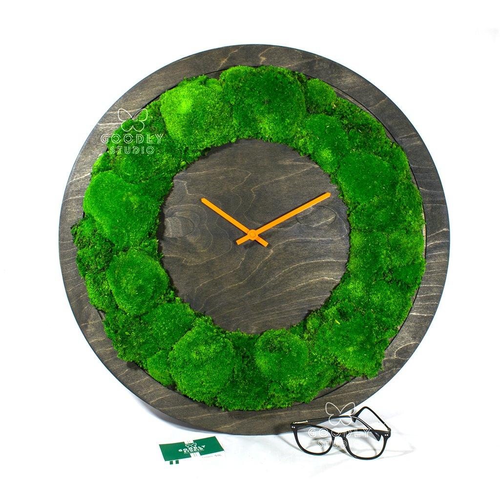 Настенные часы из дерева и мха 3.0