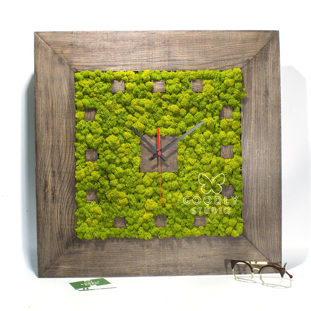 Настенные часы из дерева и мха 4.0