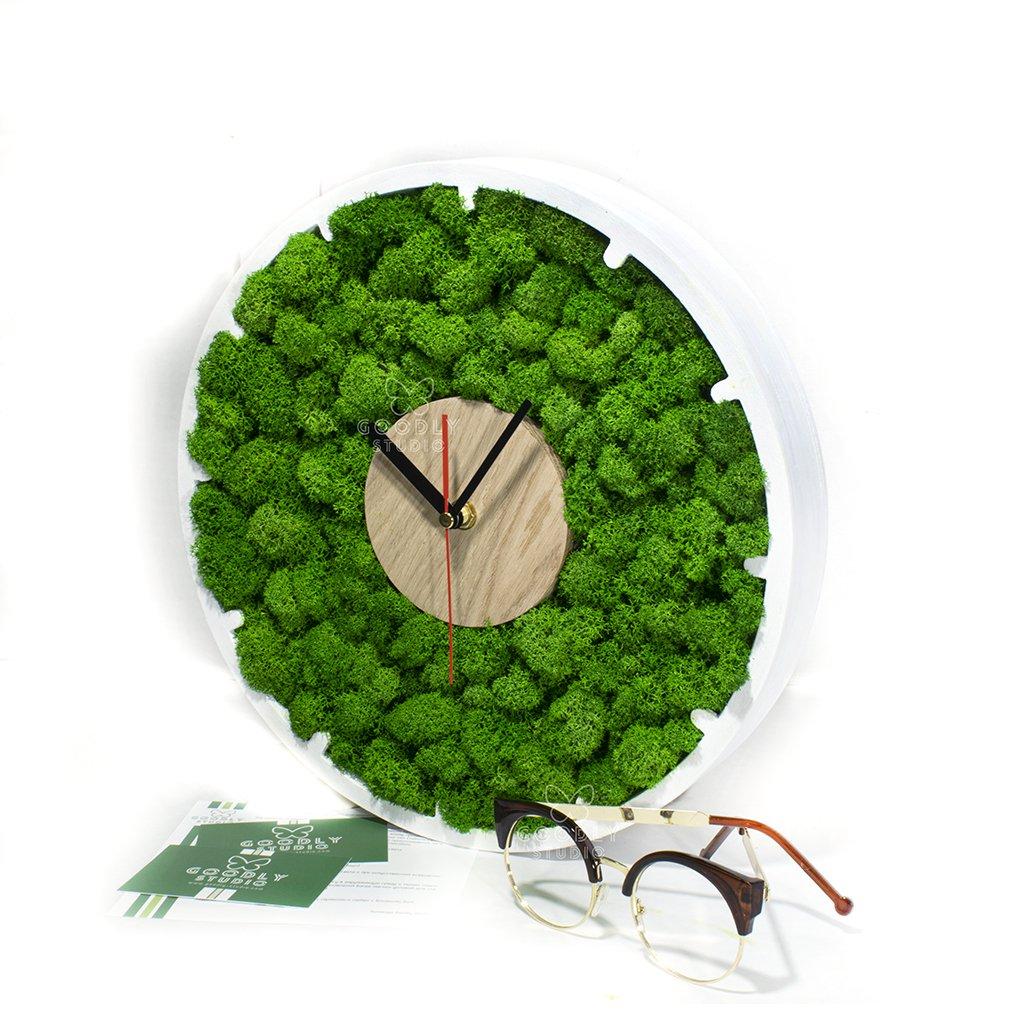 Настенные часы из дерева и мха 7.0