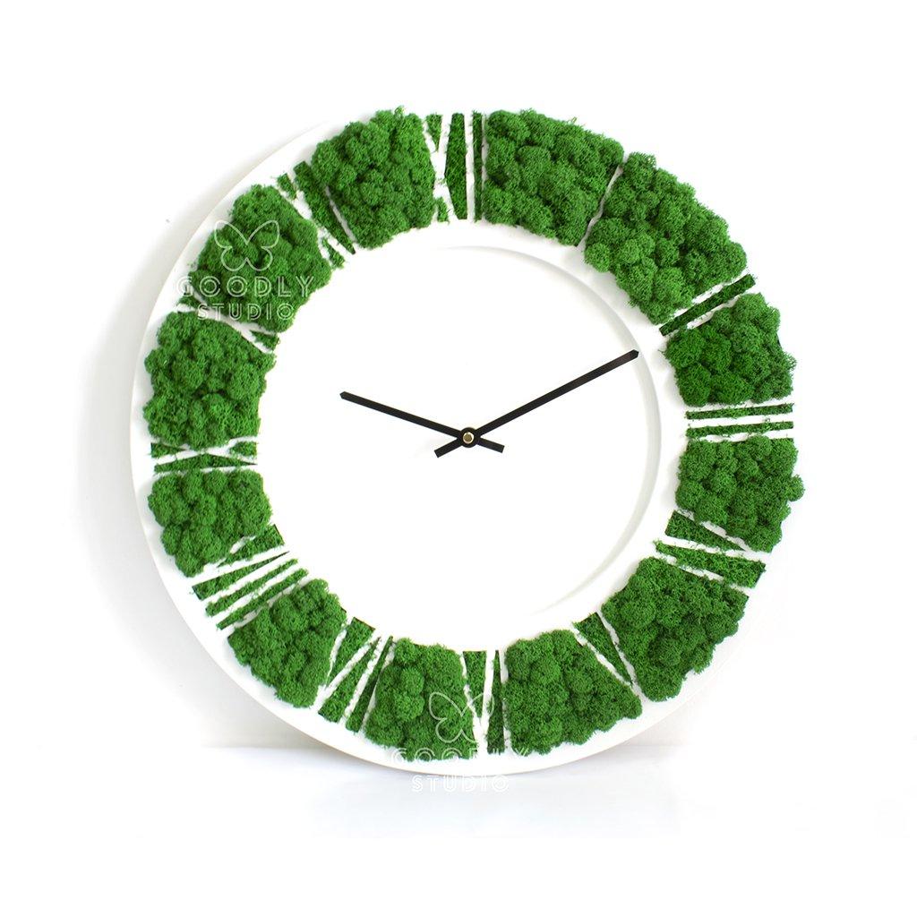 Настенные часы из дерева и мха 1.1